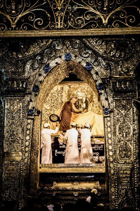 Maha Muni Buddha Mandalay